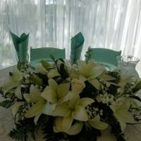 flowers-at-wedding-couples-table-at-House-Estate-min