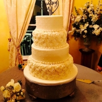 4-tiered cake and rose icing at House Plantation