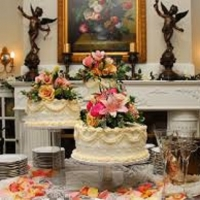 wedding cakes at the fireplace