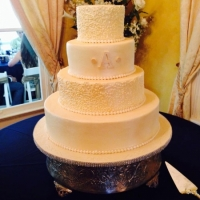 simple but sleek elegant wedding cake