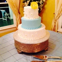 wedding cake with a yellow daisy