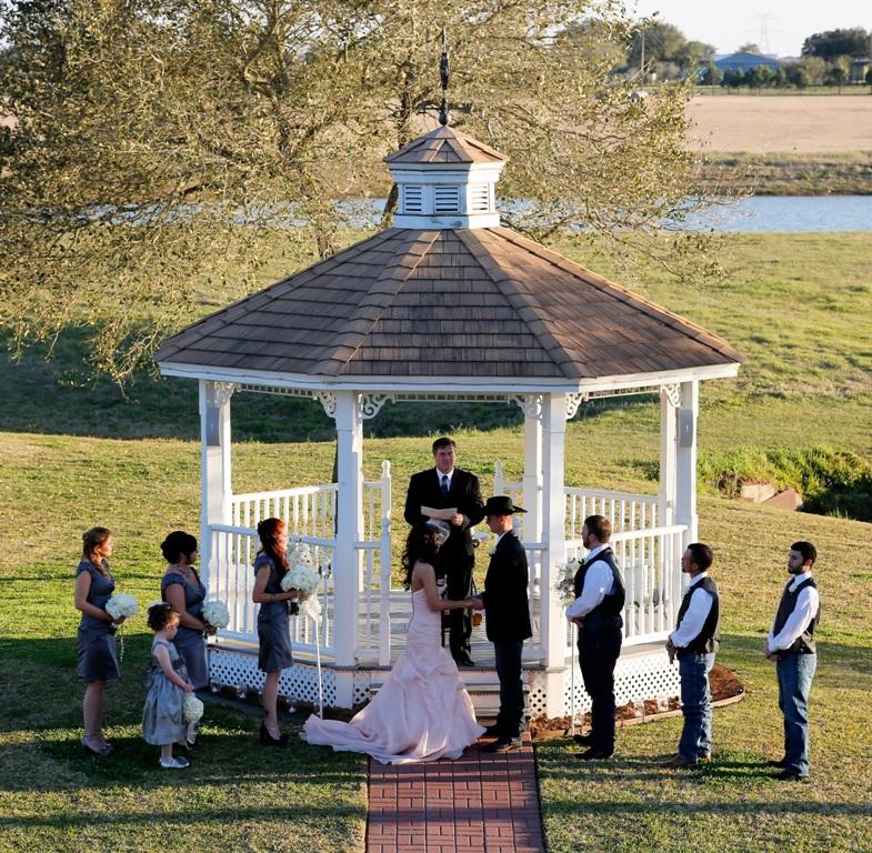 lake views at House Plantation-houston outdoor wedding venue