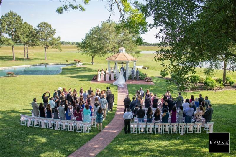 Wide-view-outdoor-wedding-with-the-lake-view-min