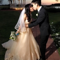 sweet kisses in a february wedding-pinterest-twitter