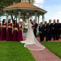 Outdoor wedding photo ops with bride and groom and wedding party