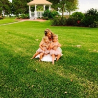 bridal hugs on the grounds of House Plantation