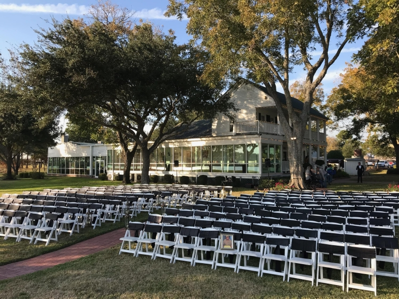 outdoor-wedding-at-House-Estate-overlooking-the-lake