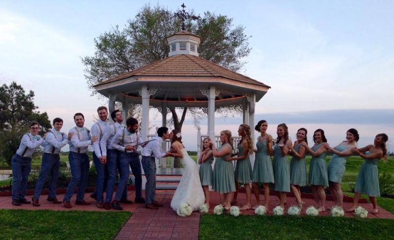 outdoor wedding kiss.JPG