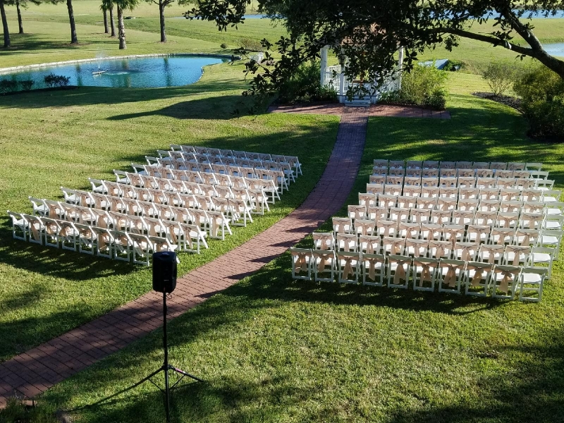 outdoor-wedding-near-Katy-at-House-Estate