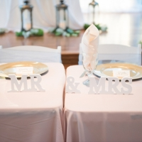 his and her wedding table pics by Eric & Jenn Photography