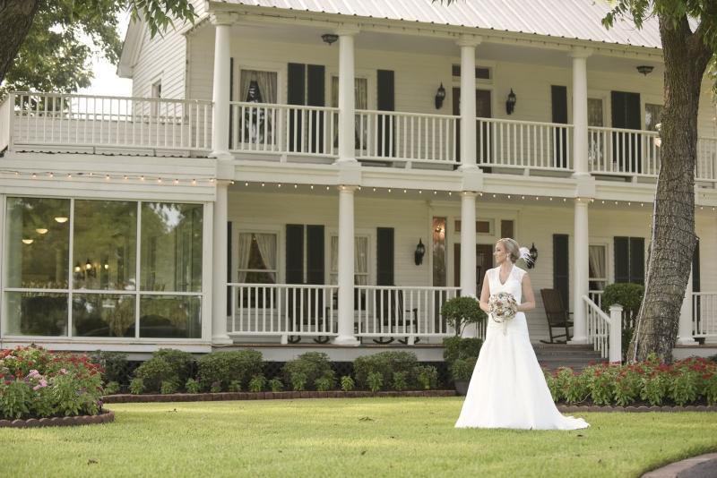 Summer bride at House Plantation