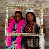 fun photo op pics with guests at a Houston wedding