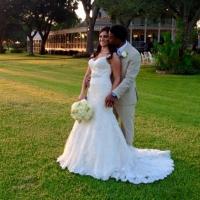 wedding couple pics and a sweet kiss