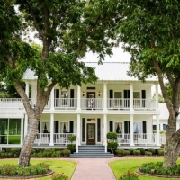 front view of House Plantation - wedding venue photos