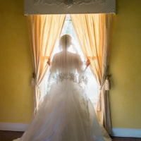great photo ops of bride at House Plantation