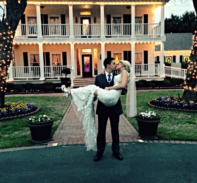 march wedding in front of house plantation