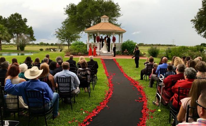 breath taking outdoor wedding