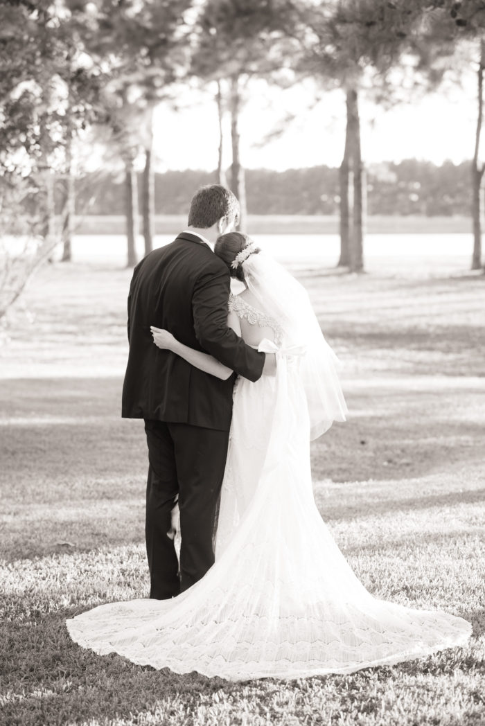 bride and groom pics at house estate